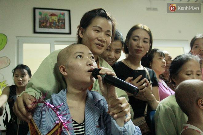 Lời cầu nguyện của chiến binh đầu trọc trong đêm Trung Thu sớm ở bệnh viện: Con ước mơ mình khỏe mạnh để được về và đi học - ảnh 13