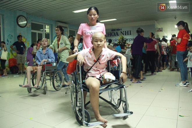 Lời cầu nguyện của chiến binh đầu trọc trong đêm Trung Thu sớm ở bệnh viện: Con ước mơ mình khỏe mạnh để được về và đi học - ảnh 12