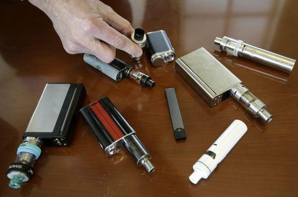 Đã có nạn nhân thứ 6 tử vong và 450 bị bệnh về phổi nghi do hút thuốc lá điện tử - CDC cảnh báo mọi người phải thật cẩn trọng - ảnh 2