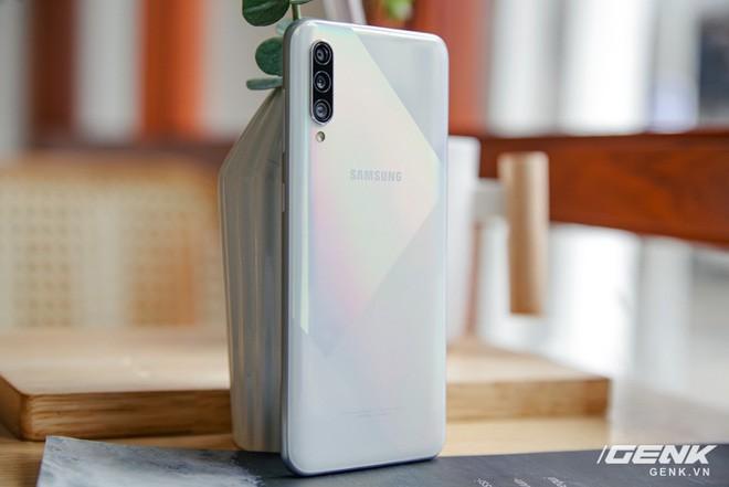 Sang chảnh hút mắt với Galaxy A50s: Thiết kế độc đáo, vân tay dưới màn hình, 3 camera mà giá chỉ 7.8 triệu - ảnh 5