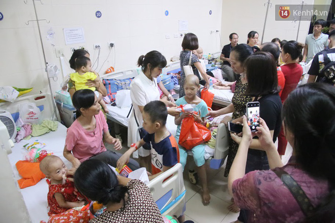 Lời cầu nguyện của chiến binh đầu trọc trong đêm Trung Thu sớm ở bệnh viện: Con ước mơ mình khỏe mạnh để được về và đi học - ảnh 5