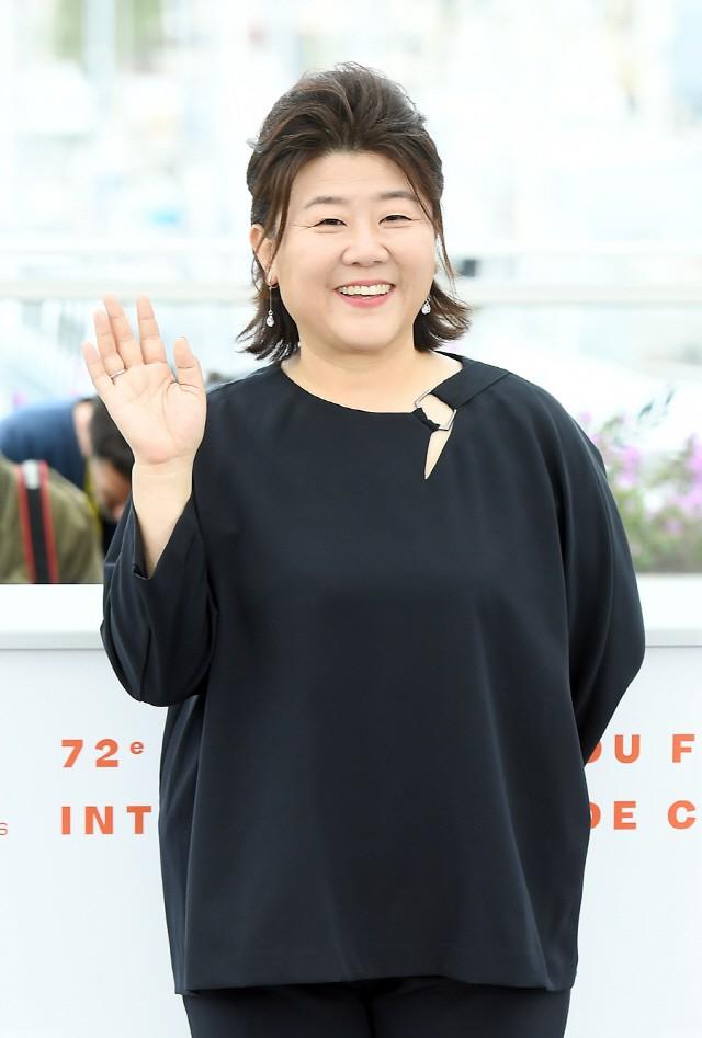 Dàn sao phim ngụ ý ăn thịt người Strangers From Hell: Lee Dong Wook và nam thần Kpop dính phốt, 2 nữ phụ xinh bất ngờ - Ảnh 28.