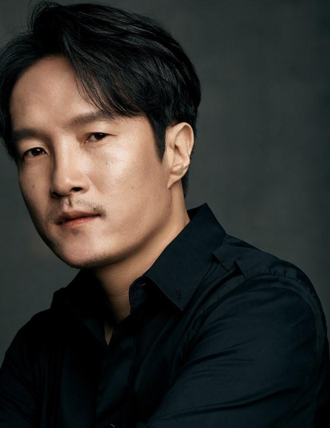 Dàn sao phim ngụ ý ăn thịt người Strangers From Hell: Lee Dong Wook và nam thần Kpop dính phốt, 2 nữ phụ xinh bất ngờ - Ảnh 33.
