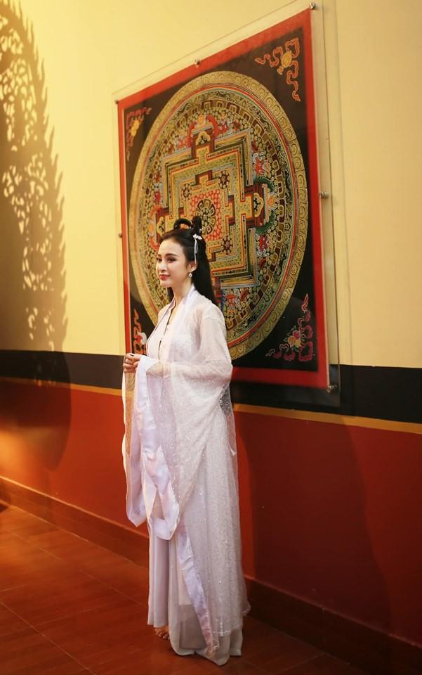 Sao Việt đêm Trung Thu: Angela Phương Trinh hóa chị Hằng vui Tết bên trẻ nghèo, Bảo Thanh, Lê Phương đoàn tụ gia đình - ảnh 3