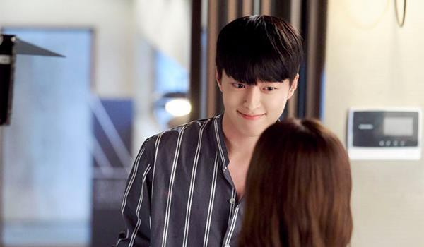 6 chàng phi công điển trai trên phim Hàn: Quản lý Goo (Hotel Del Luna) vẫn chưa cưng bằng trai trẻ của Chị Đẹp? - Ảnh 4.