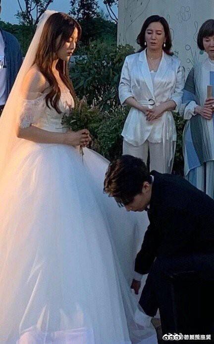 Rò rỉ ảnh váy cưới trong Full House bản Trung Quốc: được khen ăn đứt váy của Song Hye Kyo khi xưa - ảnh 4