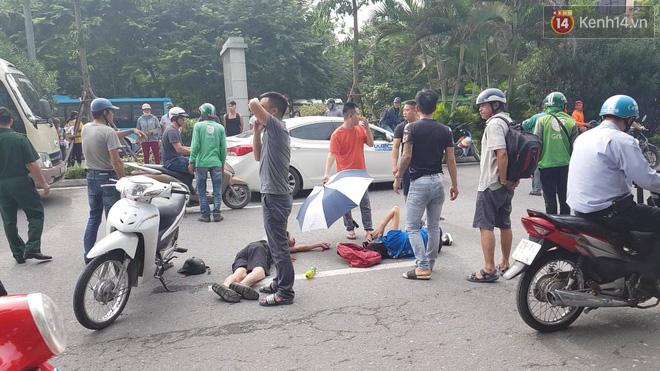Hà Nội: Xe máy chạy với tốc độ cao đâm vào nữ sinh qua đường văng xa 2 mét khiến 3 người bị thương - Ảnh 1.