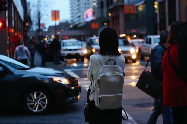 """Cảnh du học sinh nhà ít tiền vẫn cố đi du học: Rửa bát đến trắng bóc tay như Ngọc Trinh, tự gồng thành """"đại ca đường phố"""" vì cảnh ma cũ bắt nạt ma mới - ảnh 1"""