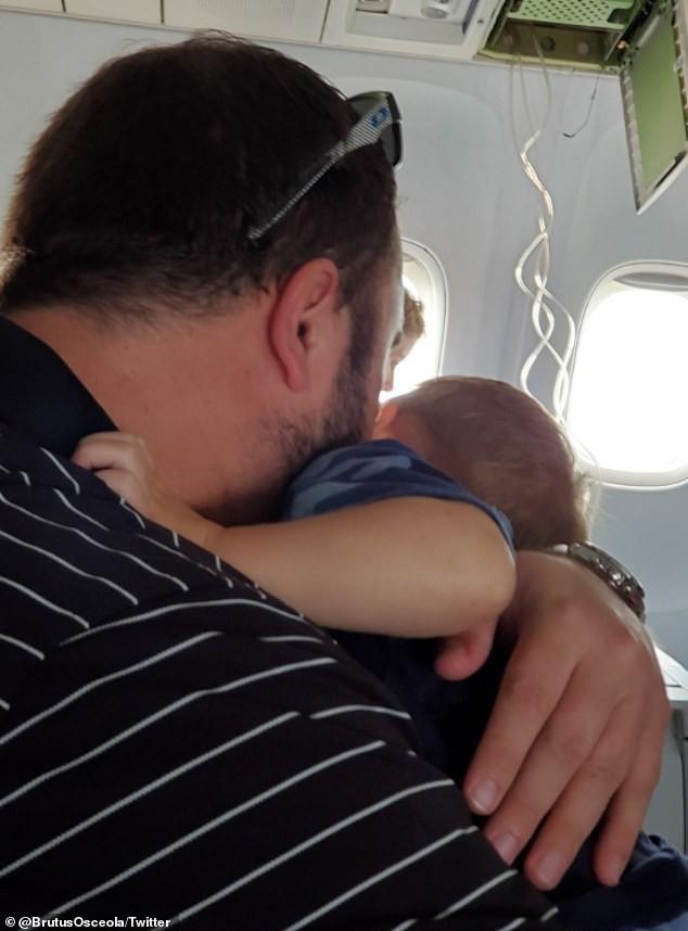 Máy bay rơi tự do gần 9.000m, hành khách hoảng loạn nhắn tin vĩnh biệt người thân - ảnh 2