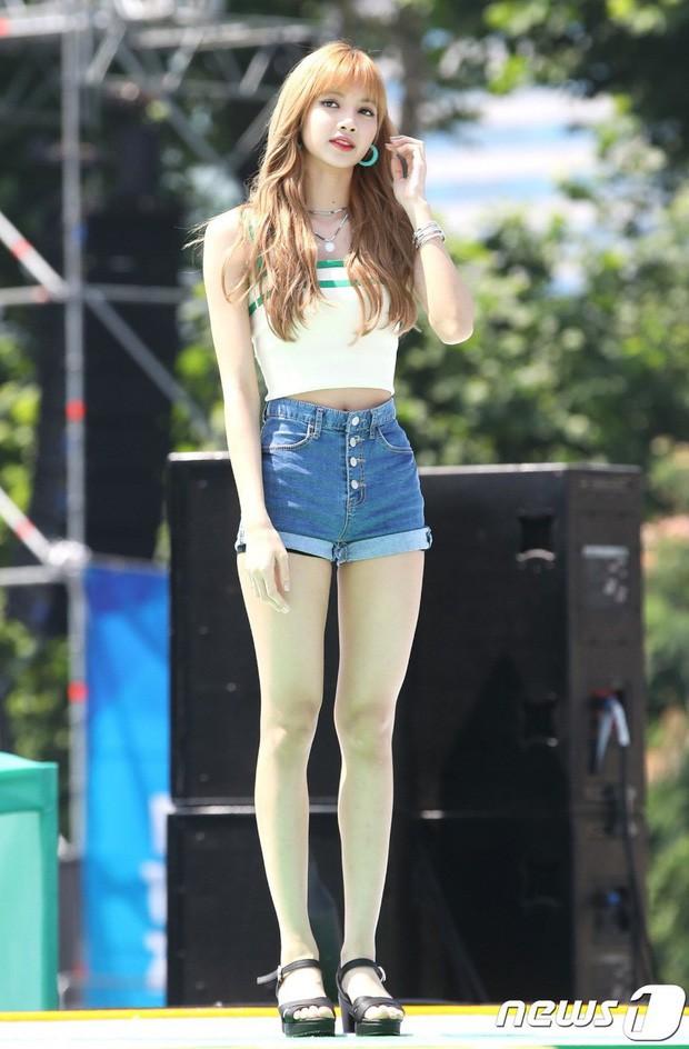 Mỹ nhân Kpop gây sốt trên chương trình Nhật Bản vì sở hữu đôi chân xứng tầm đối thủ với Lisa (BLACKPINK), đã thế lại mới 16 tuổi! - ảnh 2