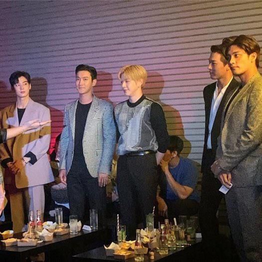 Hot nhất MXH: Màn đọ sắc siêu hiếm của 6 nam thần Kbiz còn không hot bằng màn tình tứ giữa Kang Daniel và đàn anh - ảnh 6