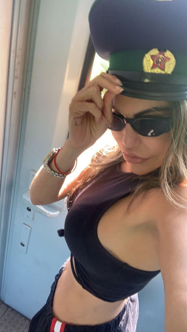 Người đẹp Brazil suýt bị bắt giữ vì bất chấp luật lệ, chụp ảnh khoe thân gợi cảm khi đi du lịch ở Triều Tiên - ảnh 3