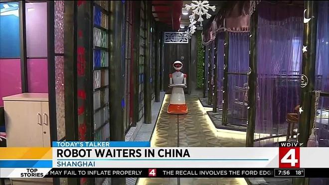 Khi giới trẻ Trung Quốc không muốn làm phục vụ bàn, các cửa hàng đành nhờ cậy vào robot - ảnh 4