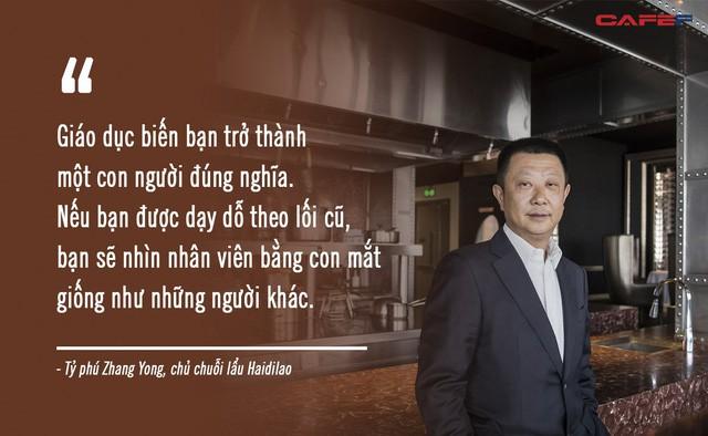 Xô đổ kỷ lục 10 năm, vua lẩu gốc Trung thành tỷ phú giàu nhất Singapore: Bỏ học để mở nhà hàng lẩu dù không biết nấu, coi trọng nhân viên hơn cả khách hàng! - ảnh 4