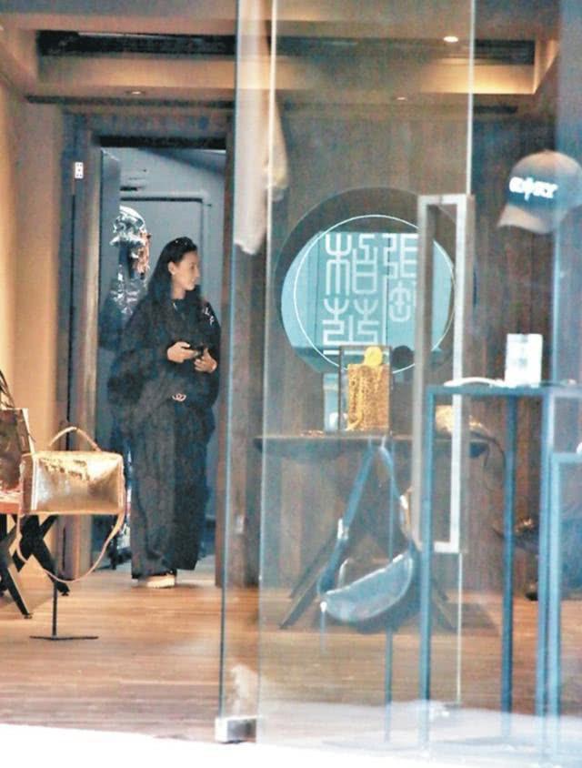 Trương Bá Chi mở shop cách nhà hàng của Tạ Đình Phong chỉ 100m, lưu luyến chồng cũ hay cố tình ké fame? - ảnh 3