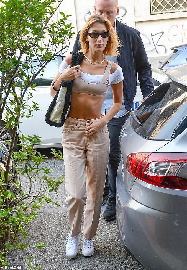 Bella Hadid gây sốc với mặt mộc bơ phờ và body gầy lộ cả xương sườn, đáng chú ý là phản ứng của netizen - Ảnh 1.