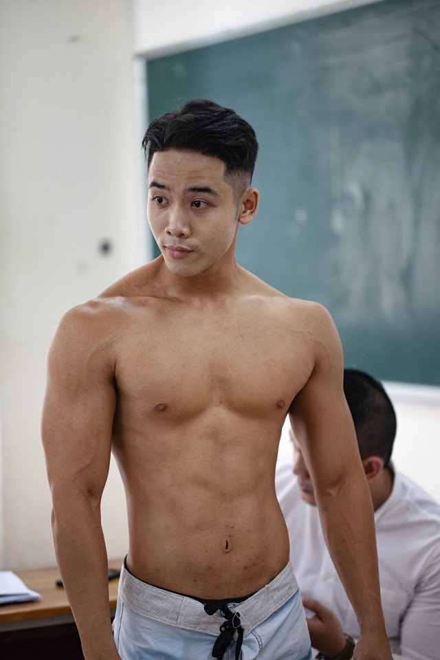Dàn trai đẹp 6 múi đột nhiên đổ bộ trường Đại học Hutech khiến hội chị em thi nhau thả tim điên đảo - ảnh 7