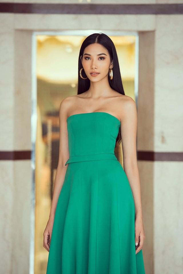 Hoàng Thùy phớt lờ tin đồn nâng ngực để thi Miss Universe 2019, chăm diện váy áo khoe trọn vòng 1 căng tròn - Ảnh 2.
