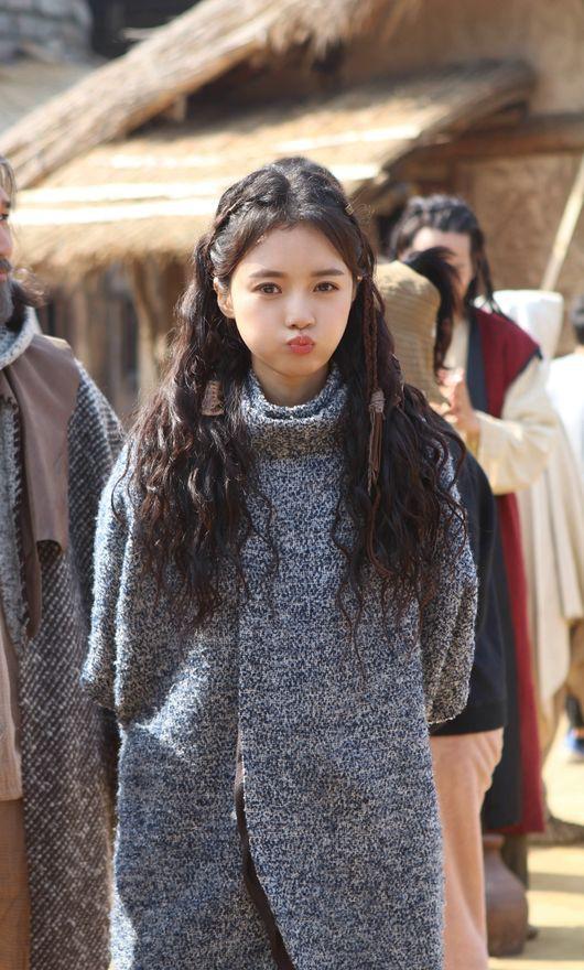 7 bóng hồng của Song Joong Ki ở Arthdal: Hết BLACKPINK, con lai Nga Hàn tới mỹ nhân Nhật đẹp nức lòng ai mà không mê - ảnh 18
