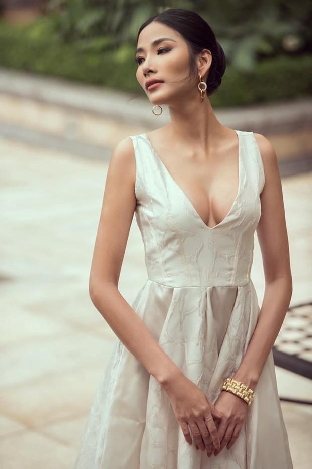 Hoàng Thùy phớt lờ tin đồn nâng ngực để thi Miss Universe 2019, chăm diện váy áo khoe trọn vòng 1 căng tròn - Ảnh 11.