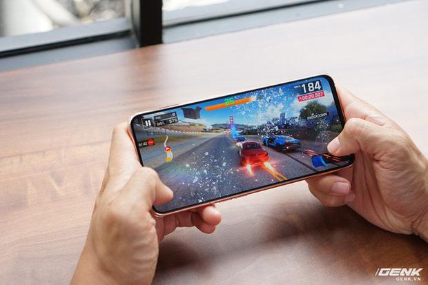 Đây là 3 xu hướng thiết kế smartphone thống trị năm 2019 vừa qua - ảnh 2