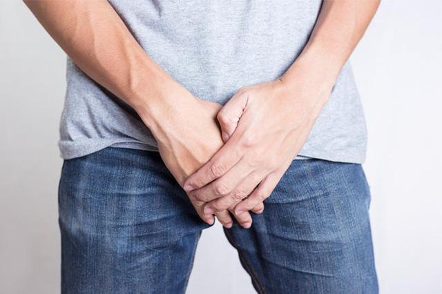 Lần đầu tiên bạn đi tiểu vào buổi sáng nếu có 1 trong 3 triệu chứng sau thì hãy đi khám thận ngay - ảnh 2