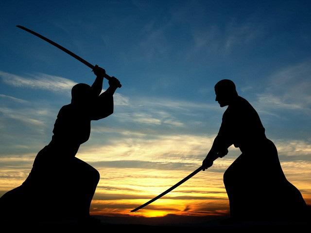 Người đàn ông thách đấu 1vs2 bằng kiếm Nhật để giải quyết tranh chấp với vợ cũ - ảnh 1