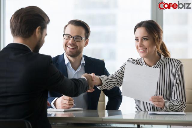 Nhà tuyển dụng hỏi từ tiếng Anh nào được nhiều người thích nghe nhất: Người được nhận - người bị đuổi sau nhau có vài phút, suy cho cùng hơn nhau ở thái độ - ảnh 1