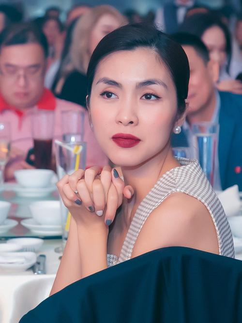 Muốn lịm đi trước loạt ảnh chị đẹp Tăng Thanh Hà tại tiệc cuối năm của gia đình chồng: Đẹp vừa thôi chị ơi! - ảnh 1