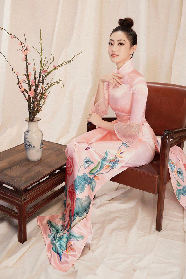 Bộ ảnh mới đong đầy sắc xuân của Lương Thuỳ Linh: Diện áo dài nền nã, túi búi cao khoe nhan sắc cực xinh đẹp! - ảnh 5