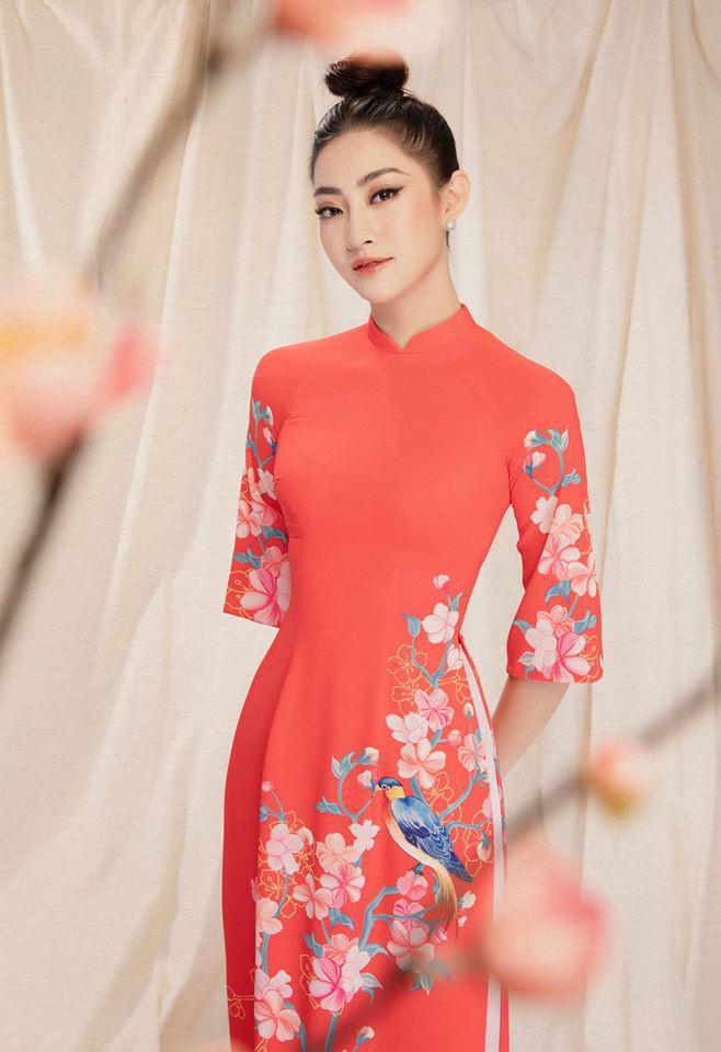 Bộ ảnh mới đong đầy sắc xuân của Lương Thuỳ Linh: Diện áo dài nền nã, túi búi cao khoe nhan sắc cực xinh đẹp! - ảnh 2