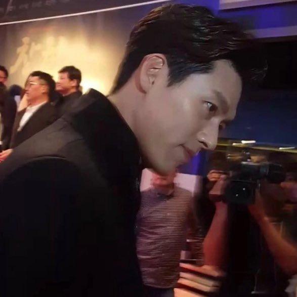 Hyun Bin tóc vuốt bóng loáng gây mê cực mạnh ở hình chụp bừa hậu trường Crash Landing on You - ảnh 7
