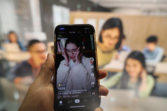 Thâm nhập 'lò' dạy làm giàu bằng TikTok tại Trung Quốc - ảnh 1