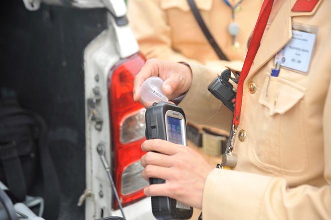 Kiểm tra nồng độ cồn tất cả tài xế vào cao tốc - ảnh 3
