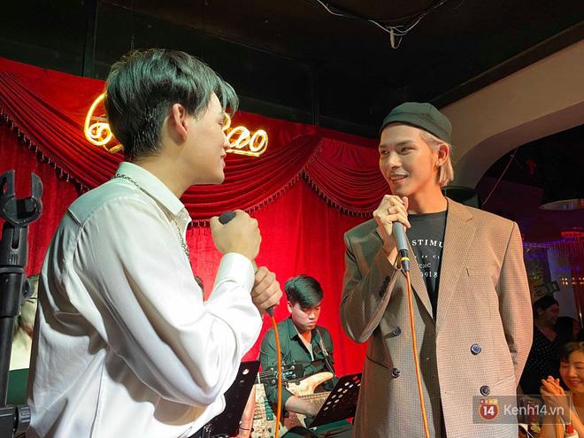 Nguyễn Trần Trung Quân ngẫu hứng hát Từ Đó, Denis Đặng lần đầu tiên khoe giọng hát qua bản hit một thời của Bích Phương! - ảnh 2