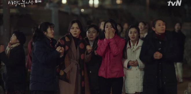 3 khoảnh khắc cười ná thở ở tập 9 Crash Landing on You: Những bà dì hàng xóm khen ngoại hình Hyun Bin là cả một cuộc cách mạng! - ảnh 2