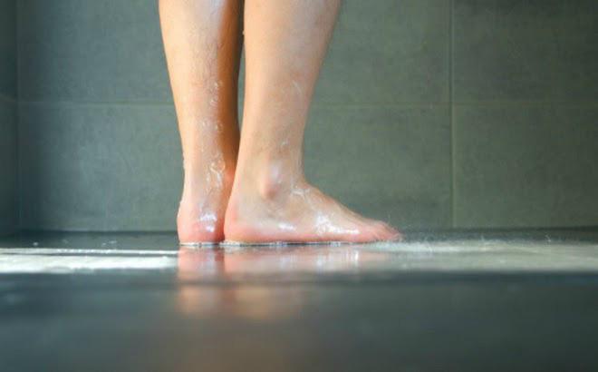 Những lợi ích không ngờ của việc... đi tiểu trong khi tắm - ảnh 1