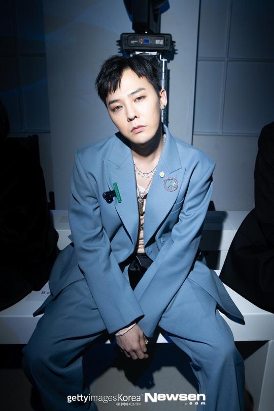 G-Dragon (BIGBANG) gây náo loạn ở Paris, lần đầu dự sự kiện quốc tế bên anh rể tài tử để ủng hộ chị gái - ảnh 1