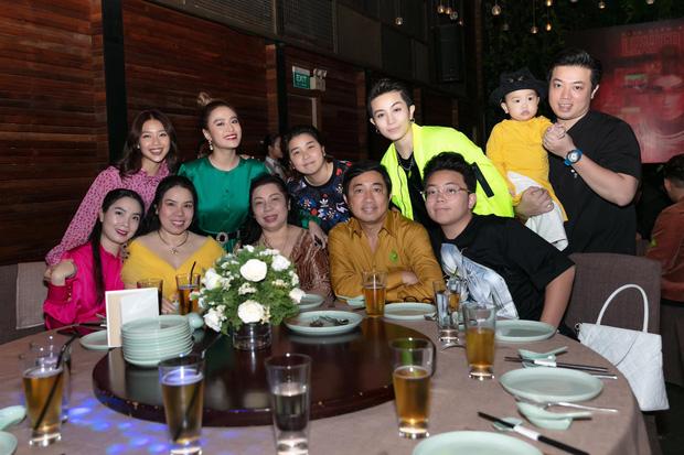 Cuối cùng Hoàng Thùy Linh cũng đăng ảnh bên Gil Lê, lại còn ôm nhau cực tình đủ làm netizen phát sốt - ảnh 2