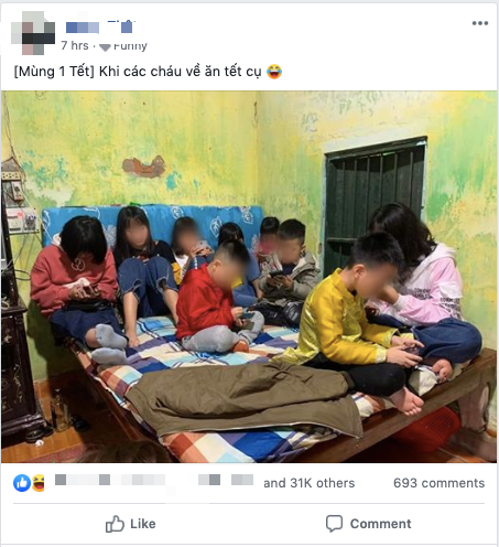 Hình ảnh hàng chục đứa trẻ ngồi túm tụm trên giường, yên lặng dán mắt vào smartphone khi đi chúc Tết ngày mùng 1 khiến nhiều người giật mình - Ảnh 1.