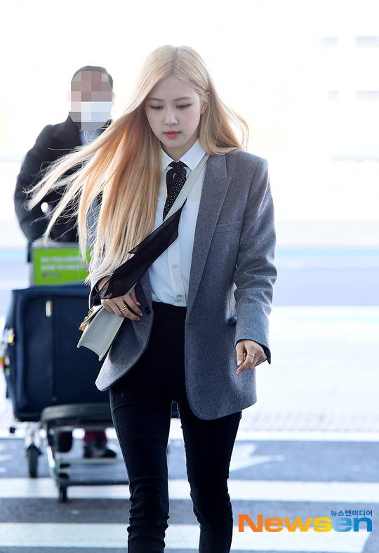 Rosé (BLACKPINK) gây sốt tại sân bay ngày đầu năm: Khí chất quyền lực tựa nữ CEO, không hở vẫn khoe trọn body mãn nhãn - ảnh 8
