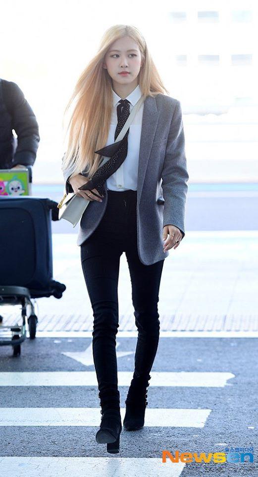 Rosé (BLACKPINK) gây sốt tại sân bay ngày đầu năm: Khí chất quyền lực tựa nữ CEO, không hở vẫn khoe trọn body mãn nhãn - ảnh 3