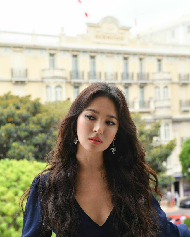 Tuyệt chiêu tô son để có được bờ môi gợi cảm mời gọi như Song Hye Kyo - ảnh 7