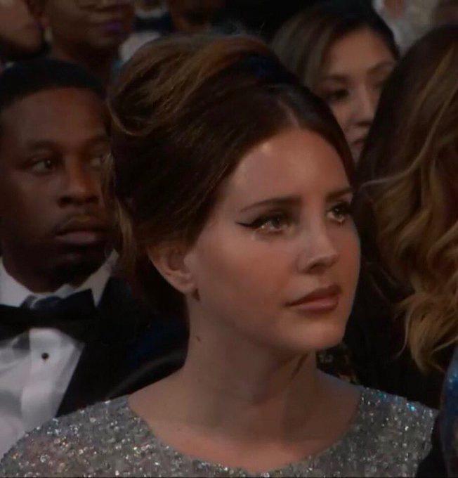 Nạn nhân mới nhất của Photoshop: Bức ảnh Lana Del Rey uất ức đẫm nước mắt vì vuột giải Grammy là giả mạo - ảnh 1