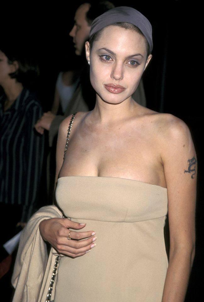 Dân tình đang náo loạn vì bộ ảnh Angelina Jolie ở thời kỳ đẹp nhất: Đẹp ngộp thở thế này bảo sao Brad Pitt mê, nhưng có gì đó sai sai - Ảnh 6.