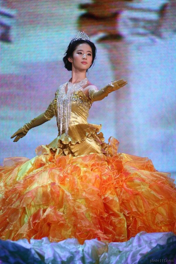 7 nữ thần Kim Ưng hot nhất lịch sử Cbiz: Lưu Diệc Phi thành huyền thoại, Nhiệt Ba gây tranh cãi, còn thảm họa gọi tên Đường Yên - Ảnh 3.