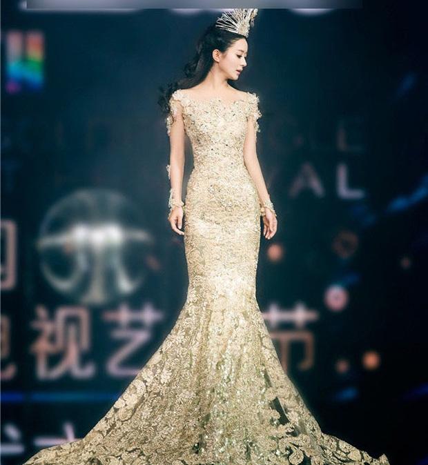 7 nữ thần Kim Ưng hot nhất lịch sử Cbiz: Lưu Diệc Phi thành huyền thoại, Nhiệt Ba gây tranh cãi, còn thảm họa gọi tên Đường Yên - Ảnh 14.