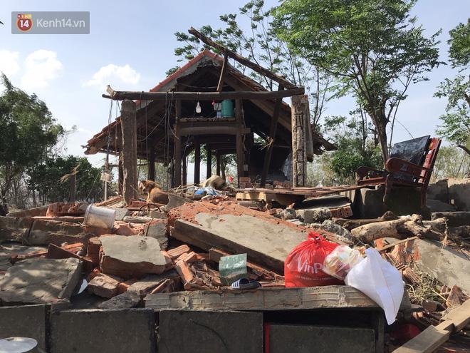Ảnh: Nước lũ cuốn trôi nhiều căn nhà, người dân Quảng Bình cố tìm kiếm chút tài sản còn sót lại trong vô vọng - Ảnh 5.