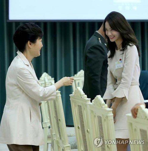 4 nữ thần Kpop đã đẹp còn miễn nhiễm với phốt thái độ: Yoona, Tzuyu nổi tiếng là có lý do, Sana thế nào mà bao sao nam mê mẩn? - Ảnh 5.