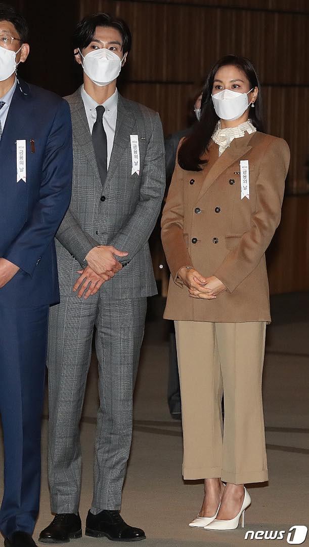 Nam thần Yunho (DBSK) nhận bằng khen từ Tổng thống, minh tinh Go So Young lộ diện sau bê bối săn gái của Jang Dong Gun - Ảnh 10.